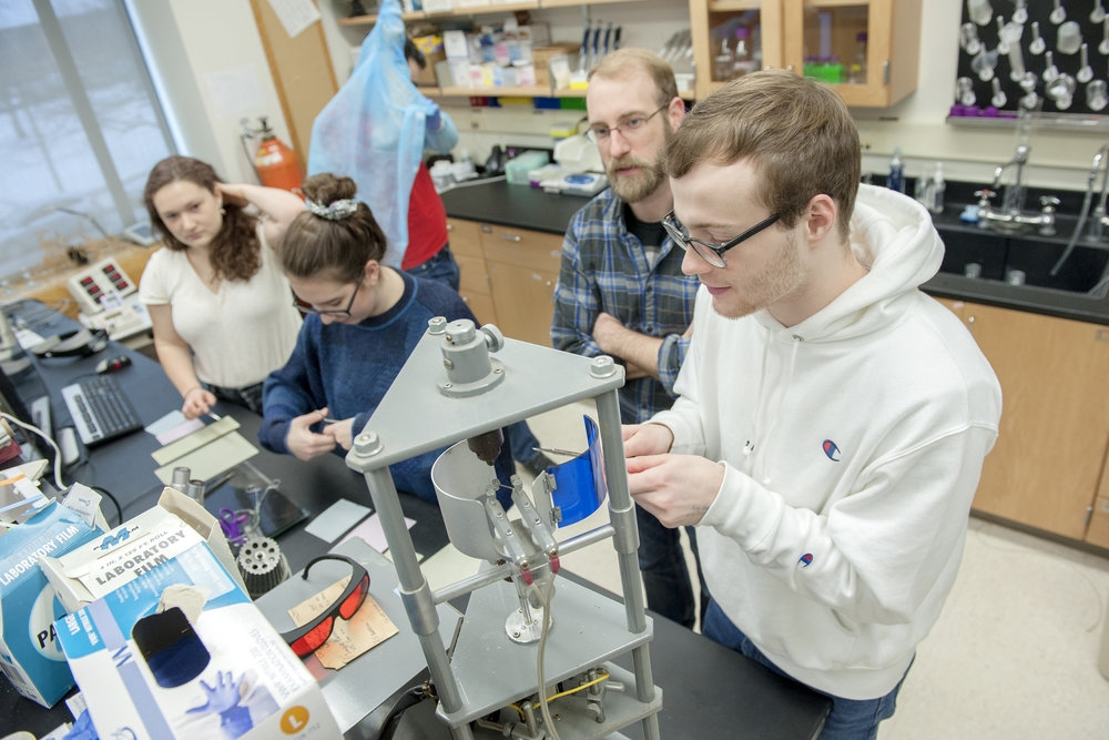 Assistant Professor of Neuroscience Chris Howard guides his winter-term students as they investigate the role of dopamine inputs and striosomes in habit formation.