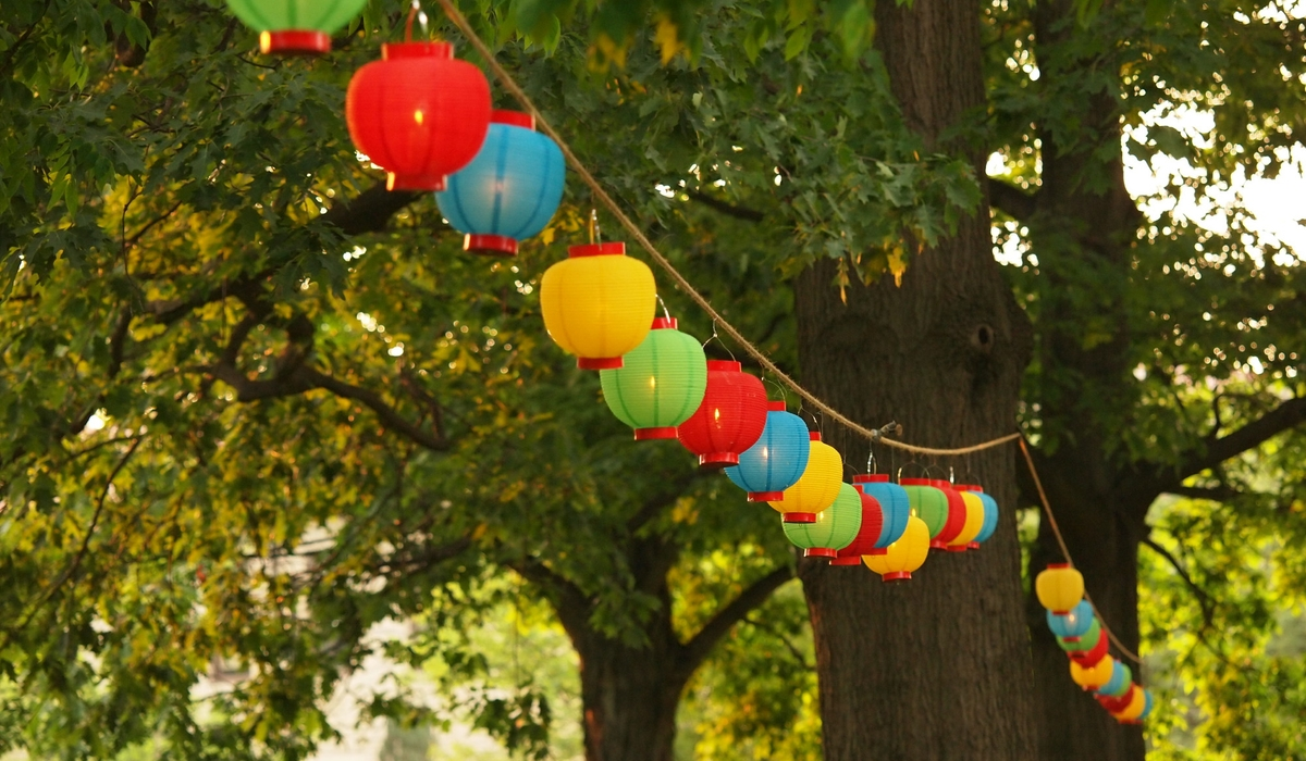 Two hanging ropes with lanterns on them.